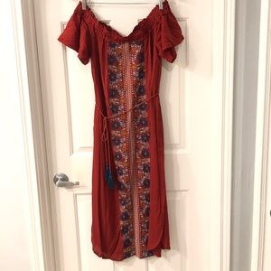 ENTRO:  NWT - Off the shoulder embroidered dress